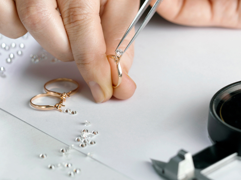 Everything you need to know before buying her Engagement Ring